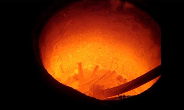 铝合金熔炼炉-可保持自动式没有人实际操作