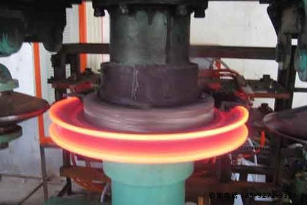 全自动淬火机-采用冷却循环水降温