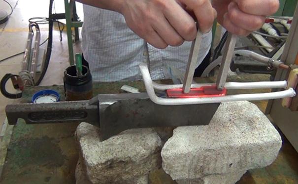 刀刃淬火机厂-为客户提供技术引导打样