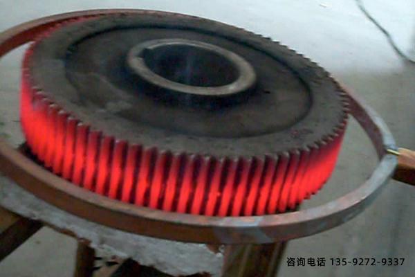 大型薄腹板重载齿轮的渗碳淬火及变形控制