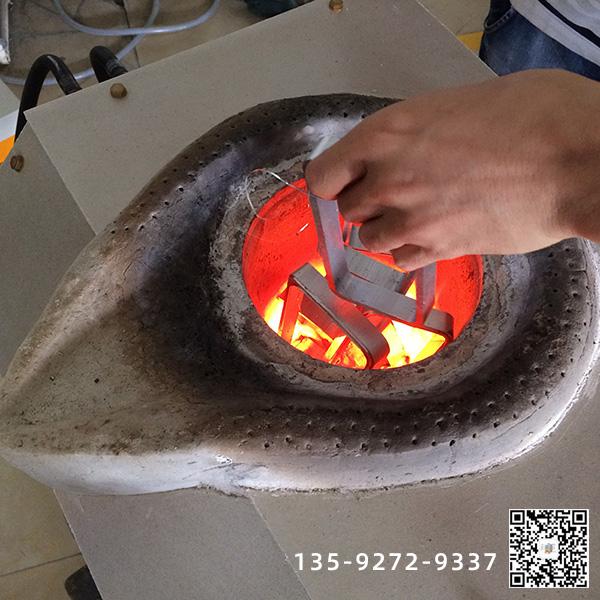 韩国客户订购小型中频熔炼炉已成功已经到达港口