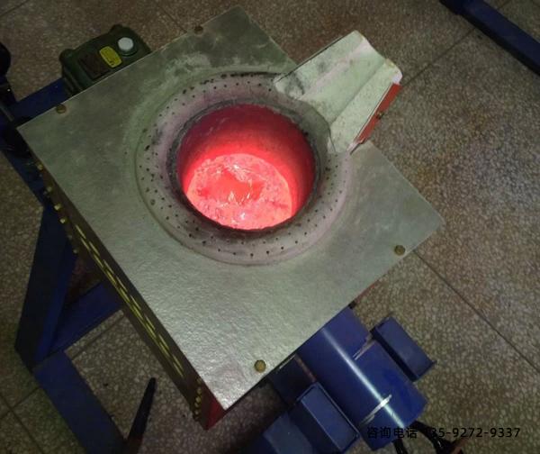 消除工业中频炉轴向振动的方法