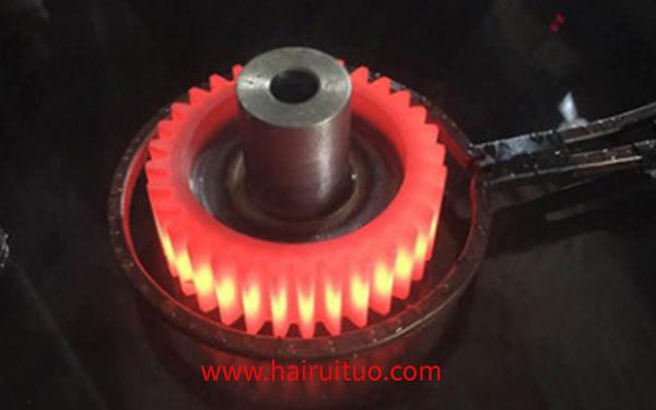 低淬透性的钢齿轮感应淬火的特点是什么?