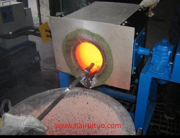 倾倒式熔炼炉的铁消耗和铜消耗