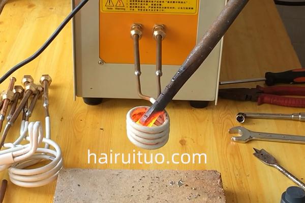 T8钢薄片弹簧变形缺陷,高频感应加热机轻松解决