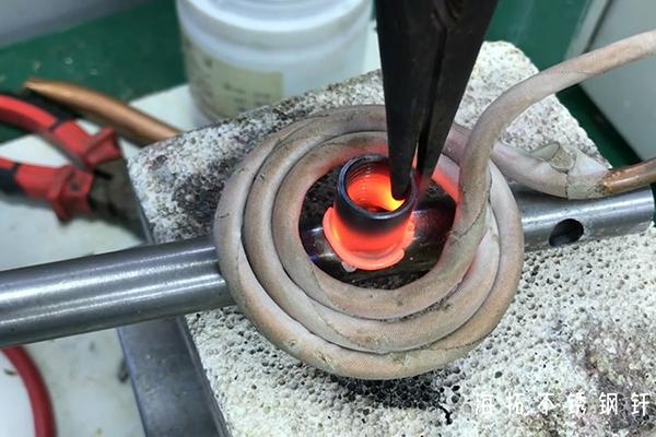 高频焊机不止可以焊接铜管还可以用于不锈钢感应钎焊