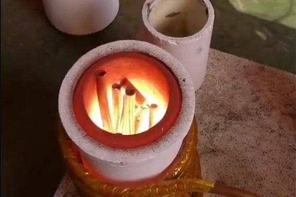 中频熔炼炉在多雨潮湿环境中应注意哪些问题?