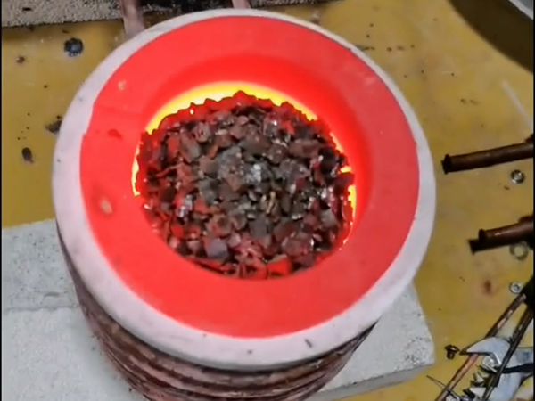 关于熔金炉的特点、构造及工作原理