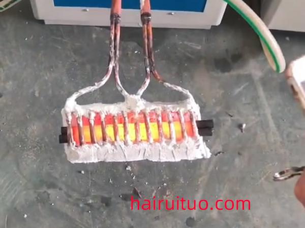 超音频感应加热设备对钢铁棒加热淬火退火视频