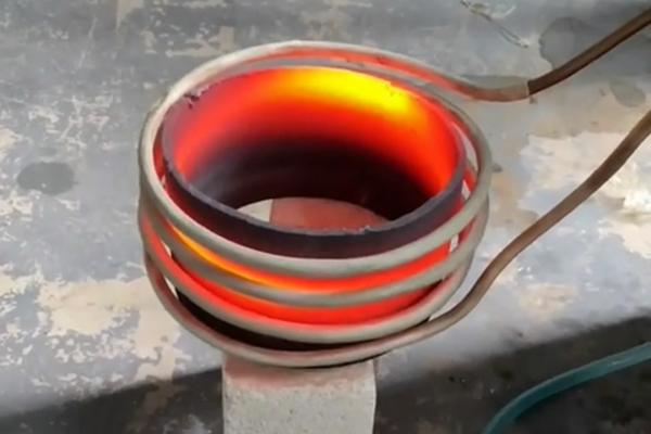准备出口的感应加热淬火设备-PLC温控系统