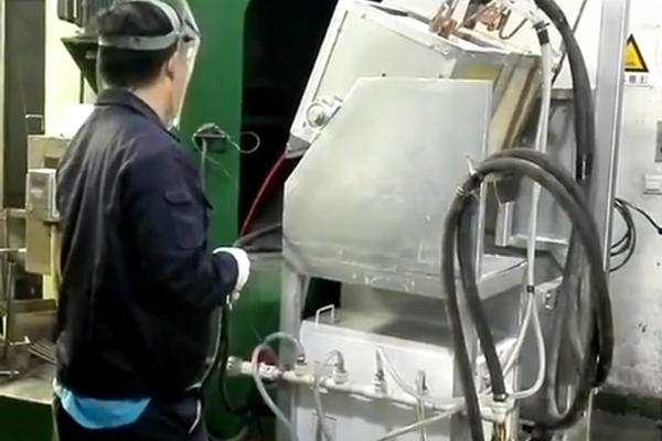 倾倒式熔炼炉,中高频感应熔炼设备