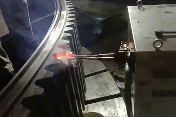 齿轮淬火设备,高频淬火机床对齿轮单齿淬火