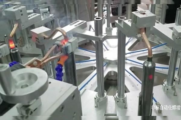 非标自动化高频焊接设备正对铜管和不锈钢管焊接