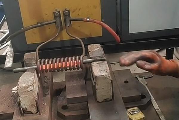 钢棒用超音频加热机加热后折弯