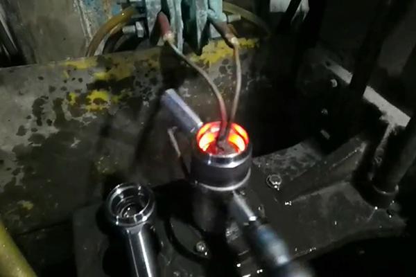 高频淬火机床可以对内孔自动化淬火