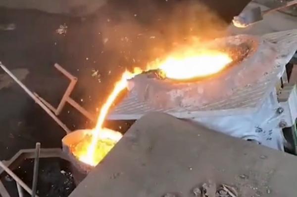 中频熔炼炉中频熔铝炉倒料